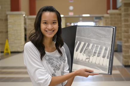 Sophomore Viviane Nguyen shows us her portfolio of penicl drawings.