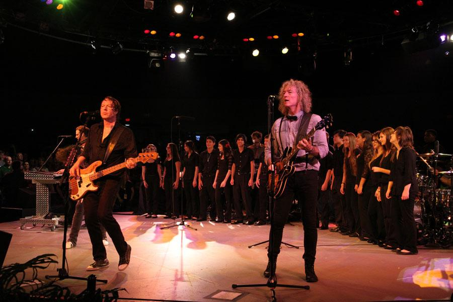 The+choir+sang+with+the+legendary+band+Foreigner+at+a+sold-out+concert+at+Arena+Theater+Friday%2C+September+13.+Photo+by+Mrs.+Respondek+