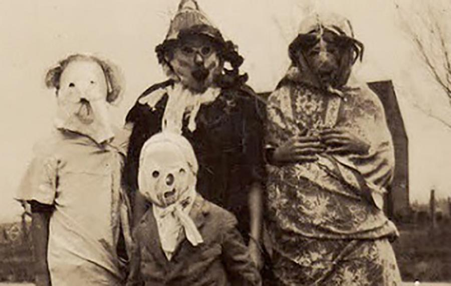 Italiano: Costumi 1800 Halloween in Italia