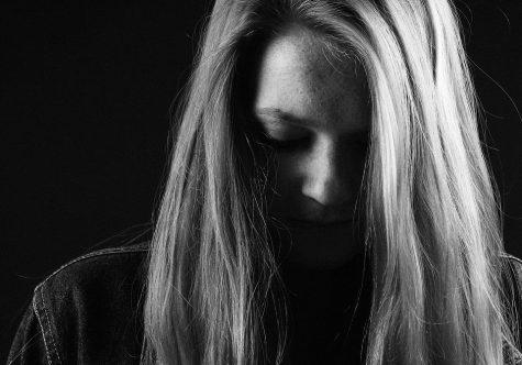 https://pixabay.com/en/girl-sadness-dark-517555/