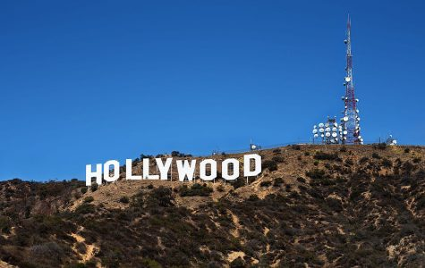 https://upload.wikimedia.org/wikipedia/commons/thumb/0/00/Hollywood_Sign.jpg/1280px-Hollywood_Sign.jpg