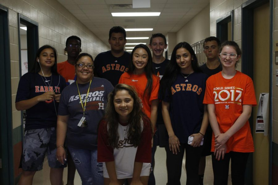 Ms Marcano's class pose together as they support the Astros