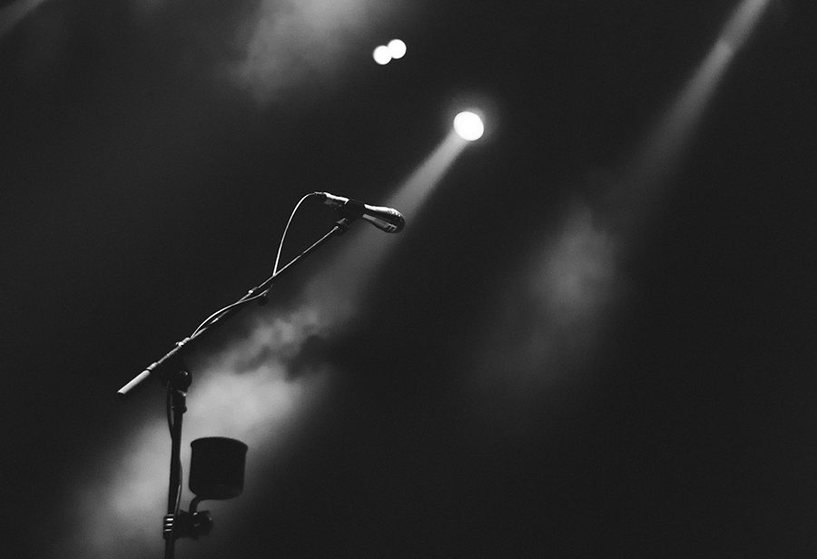 https://pixabay.com/en/microphone-performance-stage-2574511/