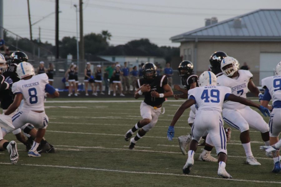 Jay'ren Miller(12) takes the handoff and shoots up the open hole.