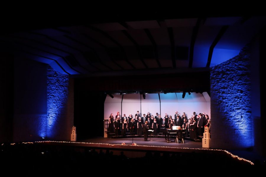 Men%27s+and+Women%27s+Varsity+Chorale+performing.
