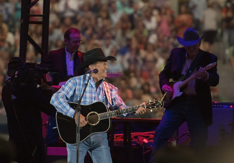 George+Strait+performing+on+stage.