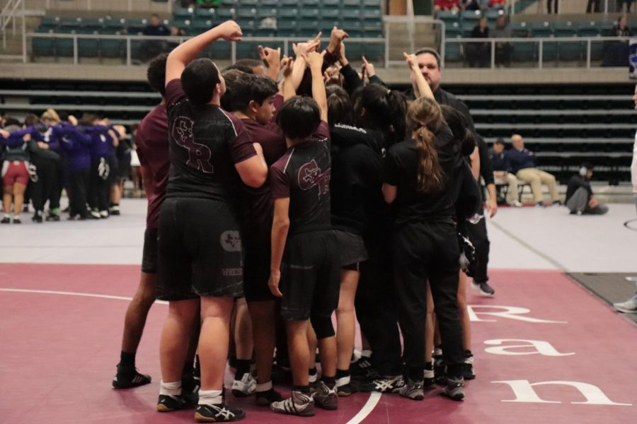 Varsity+and+JV+girls%2C+along+with+the+Rookies%2C+pepping+up+as+a+team+to+start+the+2019+UIL+Districts%21