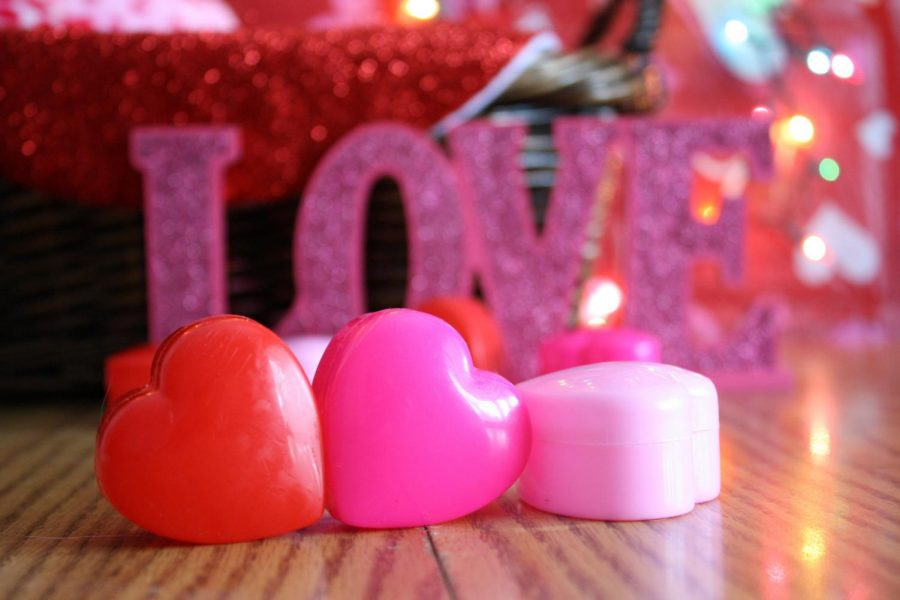 https://www.goodfreephotos.com/holidays/valentines-day/candles-and-heart-cases-for-valentines-day.jpg.php