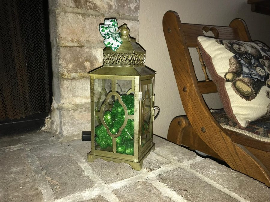A lantern decorate St. Patrick's Day themed.