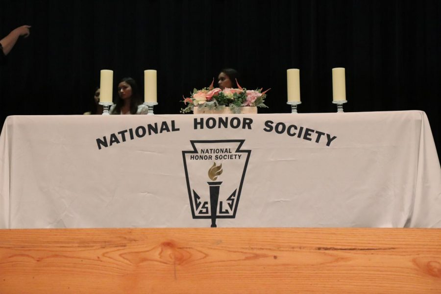 The+National+Honor+Society+10th+Induction+Ceremony+getting+set+up+before+the+big+night%21