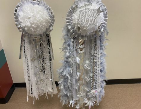Senior Homecoming mums are traditionally bigger and solely made of white ribbons with silver or gold accents.